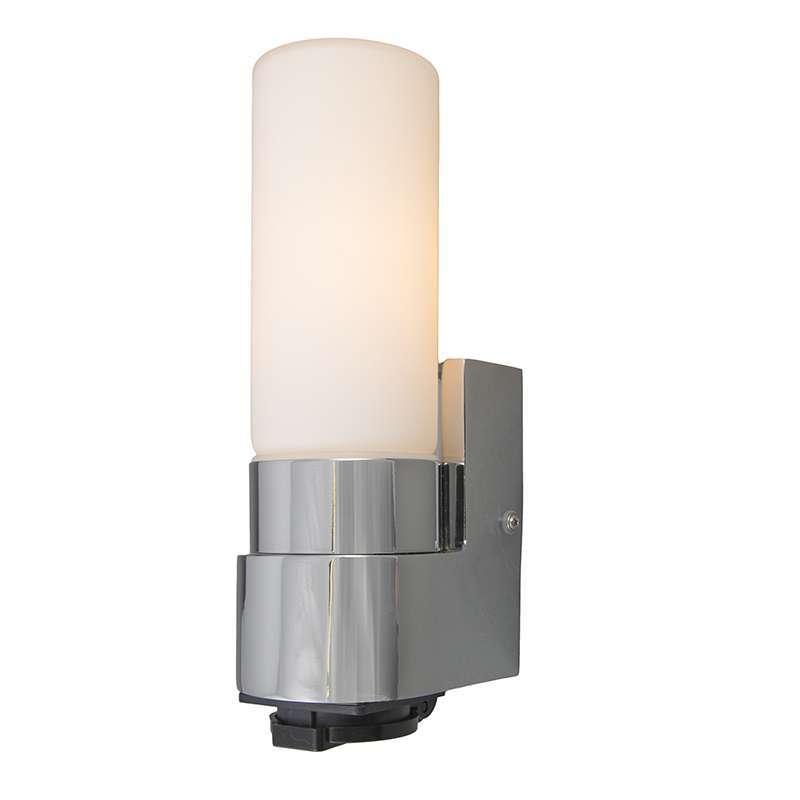 Badkamer wandlamp Midas I chrome met stopcontact - Lampenlicht.nl