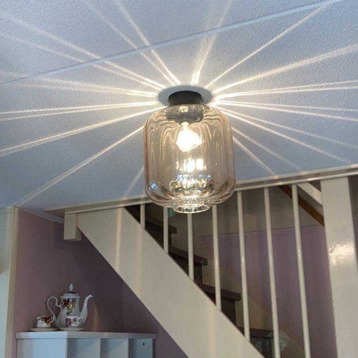 Design-plafondlamp-zwart-met-amber-glas---Qara