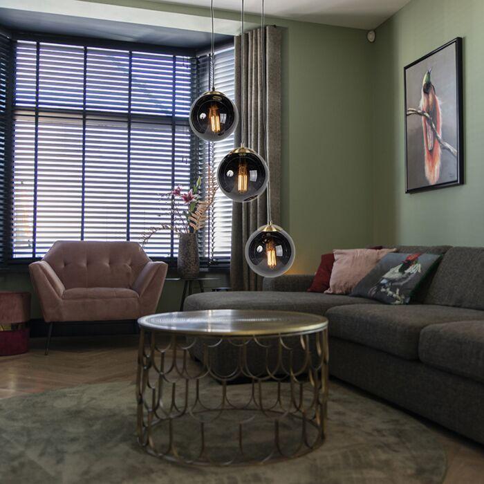 Hanglamp-woonkamer,-art-deco,-modern,-drie-zwarte-glazen-bollen-bij-elkaar,-zithoek,-bijzettafel