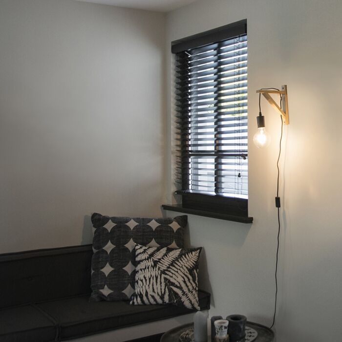 Wandlamp-hout-met-zwart---Galgje