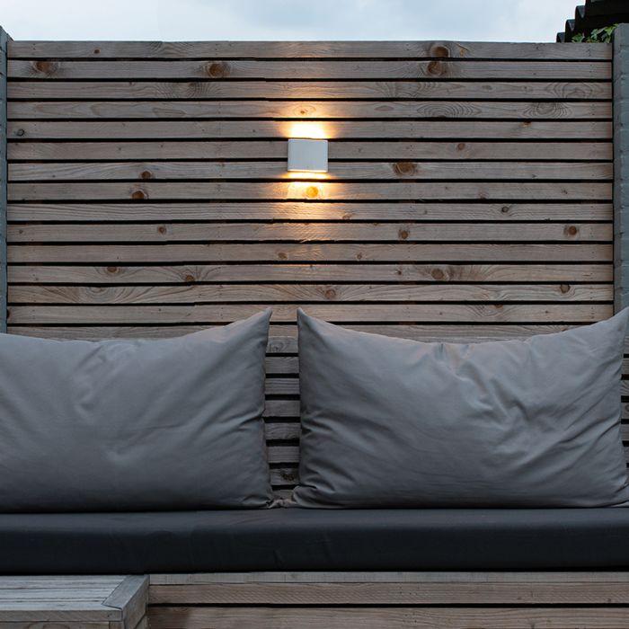 Moderne-buitenwandlamp-wit-11,5-cm-incl.-LED---Batt